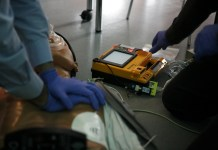 corsi nelle scuole per imparare a usare il defibrillatore