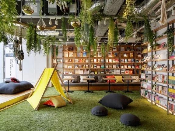 くつろぎ空間を提供する「TSUTAYA BOOK APARTMENT」が新宿にオープン