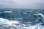 Troppo vento per navigare, le Eolie restano isolate: interrotti i collegamenti