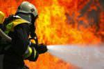 Auto in fiamme all'incrocio con via Garibaldi: conducente salvo per miracolo