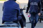 Ruba moto per andare a comprare le sigarette e 20 minuti dopo la restituisce al proprietario: denunciato
