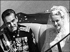 Prince Rainier marries Grace Kelly