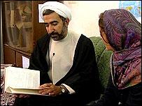 مهدی کريمی نيا پايان نامه دکترای خود را در زمينه شرايط عمل جرا�ی تغيير جنسيت بر اساس قانون شرع اسلام نوشته است.