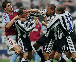 Lee Bowyer and Kieron Dyer exchange blows