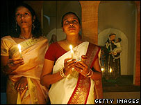 Sri Lankans pray, a year after the tsunami