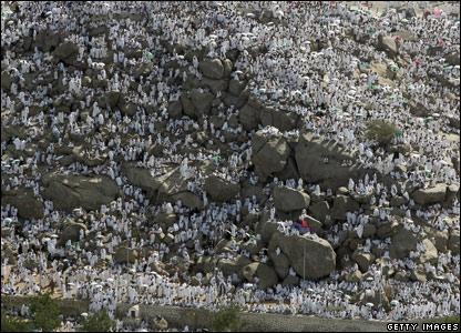 Muslim pilgrims climb Mt Arafat near Mecca