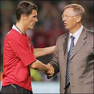 Roy Keane shakes hands with Sir Alex Ferguson