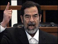 En la aldea no se habla de las violaciones de los derechos humanos cometidas por Hussein.