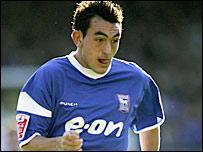 Huddersfield er i forhandlinger med Gary Roberts.