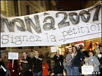 Los manifestantes pidieron que se detenga el tiempo y se suspenda el futuro.