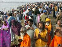 அர்த் கும்பமேளாவில் லட்சக்கணக்கானோர் புனித நீராடினர்