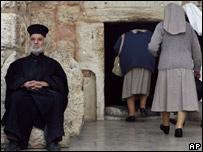 Muchas plegarias se elevarán al cielo para que las hermanas vuelvan a sus monasterios.