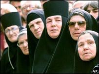Las emprendedoras monjas de Kirykos e Ioulittis no llegaban a fin de mes y pusieron un negocio.