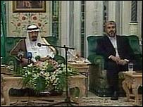 Hamas leader Khaled Meshaal (right) with Saudi King Abdullah