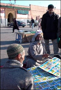 Moulay Mohammed cuenta historias en la plaza de Marrakech desde hace 45 años