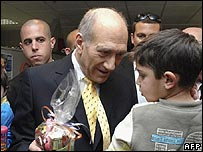 Ehud Olmert visiting an Israeli hospital