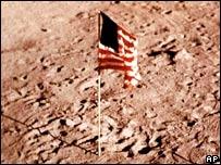 EE.UU. tiene planes de quedarse en la luna por largo tiempo.