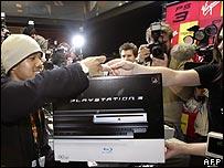 Sony afirma estar satisfecha con las ventas de la nueva consola PS3, aunque los analistas lo dudan.
