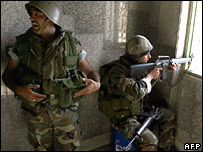 Lebanese soldiers secure a building on the outskirts of Nahr al-Bared on 21 May 2007