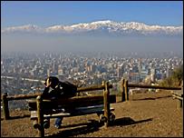 Vista de Santiago, Chile, desde la colina de San Cristobal