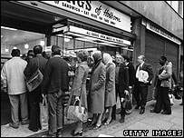 Bread queue in London from BBC website