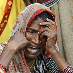Villagers mourn Soukhi Paswan, (70), who died at a temporary shelter in Muzaffarpur, in Bihar state, India