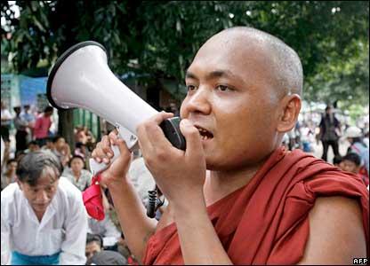 Monje budista protesta en Birmania