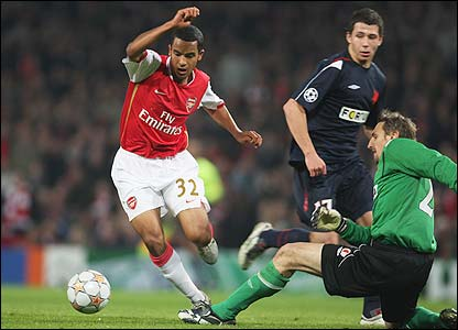 Theo Walcott rounds the keeper before scoring Arsenal's third