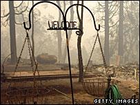 Sebuah rumah di California yang rusak akibat kebakaran