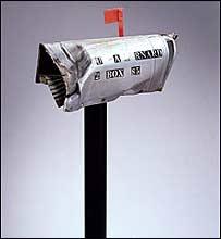 Buzón postal de Estados Unidos golpeado en 1984 por un meteorito