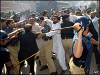 Police and lawyers clash in Multan, Pakistan, 6 November 2007