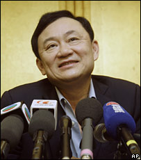 Thaksin Shinawatra speaks at a press conference in Hong Kong (25/12/2007)