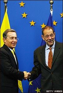 Álvaro Uribe y Javier Solana en la sede de la UE en Bruselas
