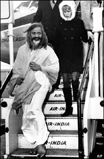 maharishi yogi with Mia Farrow