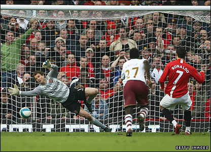 Ronaldo fires home the penalty for United