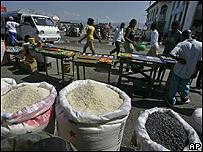 Productos alimenticios en un mercado en Hait�