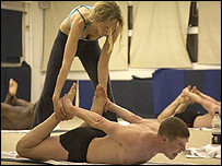Michele Pernetta helps student Peter Fallenius during a class