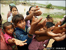 Burmese children beg for food in Rangoon - 13/5/2008
