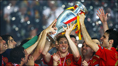 Spain's players celebrate with the trophy