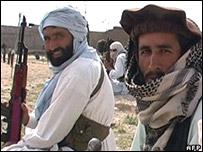 Militantes paquistan�es en una zona tribal en la frontera con Afganistán