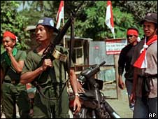 An Indonesian soldier with militia members in Dili, Sept1999