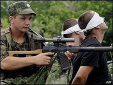 Russian soldiers guard Georgian prisoners near Poti