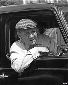 Sid James in a London cab (BBC)