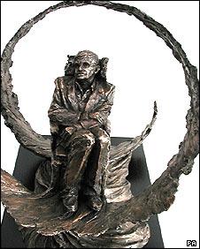 Resultado de imagen de stephen hawking sculptures