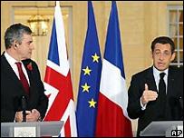 El primer ministro británico, Gordon Brown y el presidente de Francia, Nicolas Sarkozy