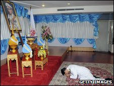 PM Abhisit Vejjajiva prostrates himself before a portrait of the King Dec 08