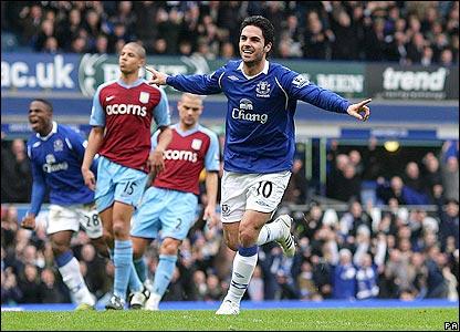 Mikel Arteta celebrates his cooly taken spotkick against Villa.