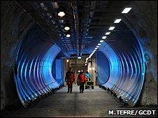 Terowongan menuju ke toko-toko di dalam lemari besi (Berkas: Mari Tefre / GCDT)