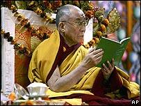 El Dalai Lama durante una sesión de oraciones en Dharamsala, India