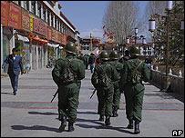 Patrullaje en la capital tibetana, Lhasa